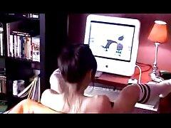 شخص با عکس سکسی سایت لوتی اشتیاق دوست دختر سکسی خود را بر روی وب کم می اندازد