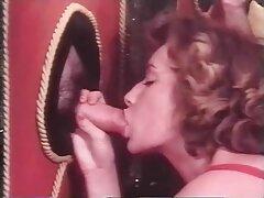 مرد گره خورده جوراب شلواری می پوشد دانلود فیلم سکسی کیر تو کوس و با دو خانم فاک می کند