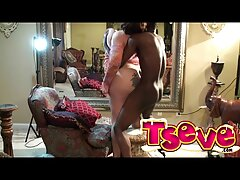 روسپی باریک سوراخ بزرگ خود فیلم سکسی در سایت شهوانی را روی دوربین نشان می دهد